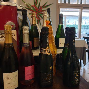 Parte-della-nostra-selezione-di-champagne...-tutte-bottiglie-selezionate-che.xxoh19bec09bf4ae29f36e6fa903c8f180f2oe5ECDA0E1.jpeg