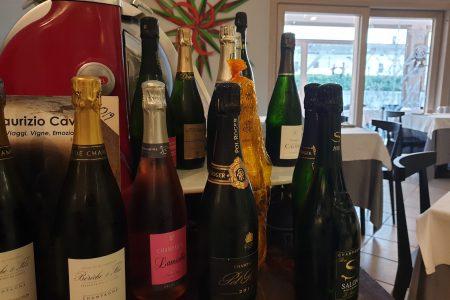 Parte della nostra selezione di champagne… tutte bottiglie selezionate che pot…